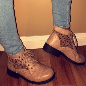 tan booties with laces 🤩